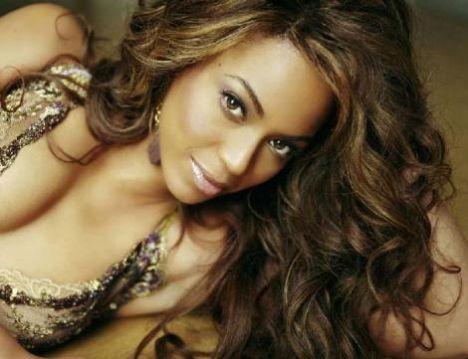 Beyonce da 1980 doğumlu ama dolgun hatları ve sent yüz hatları nedeniyle yaşından çok daha büyük görünüyor.